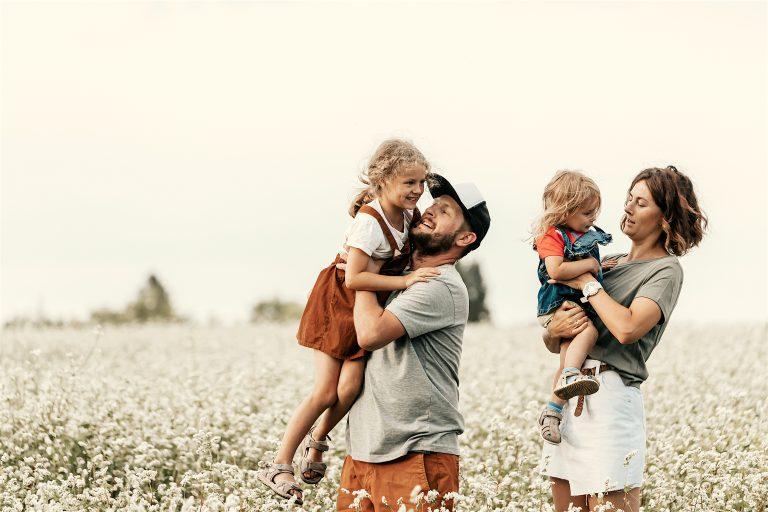 La tribu y el bebé: beneficios de la crianza cooperativa para la mamá primeriza