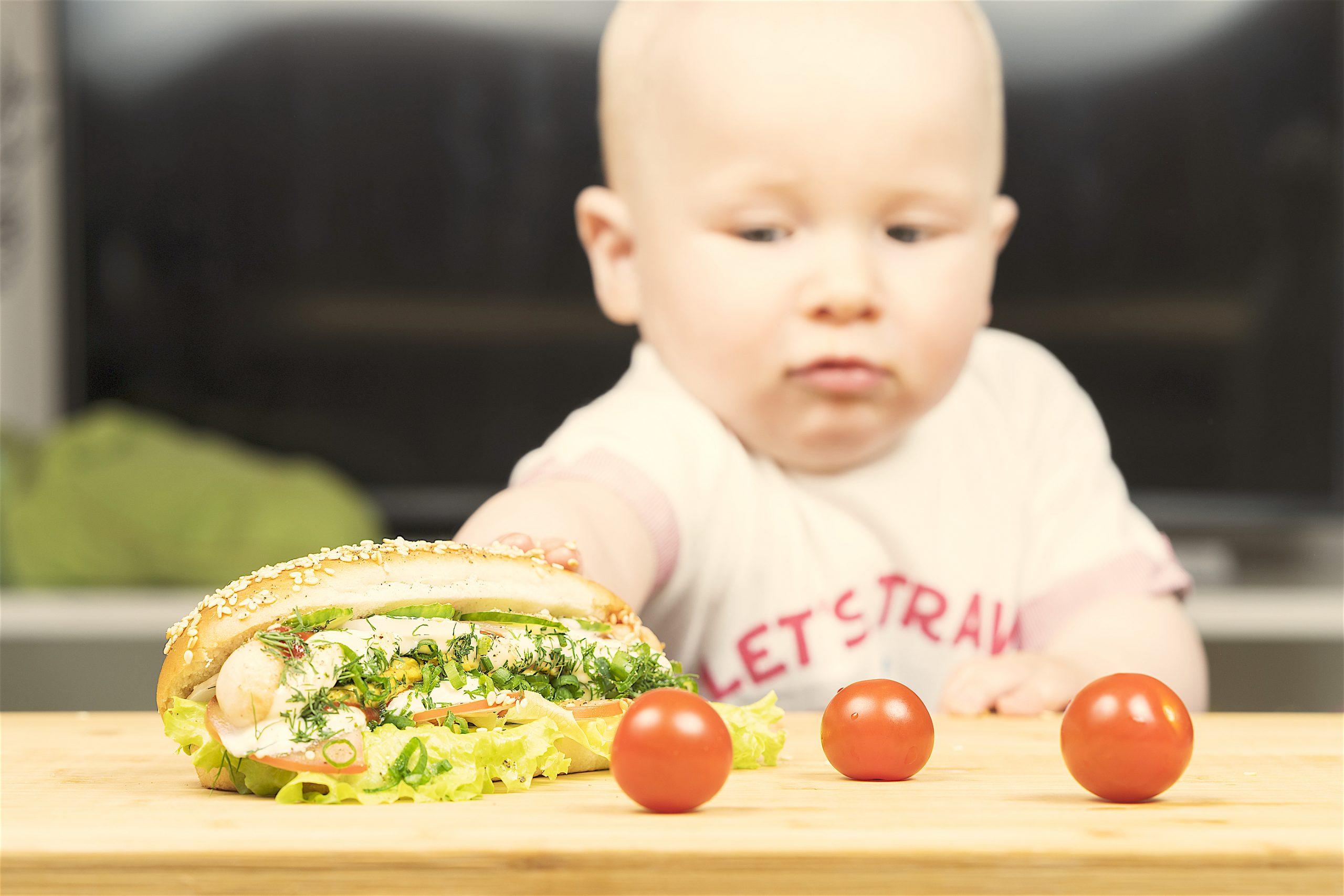 BLW: alimentos prohibidos por riesgo de atragantamiento