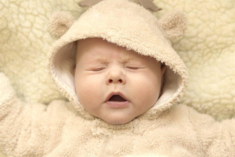Aaachíss... Mi bebé estornuda mucho ¿por qué?