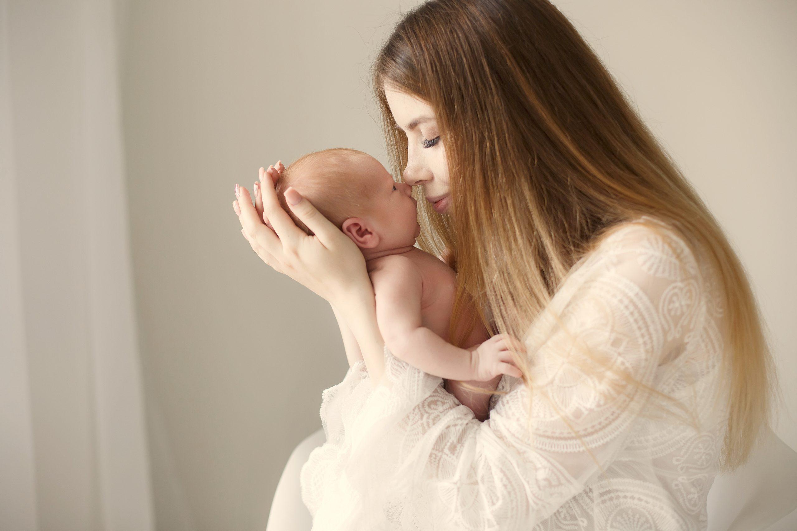 El apego seguro con el recién nacido: es imposible malcriar a un bebé por darle amor